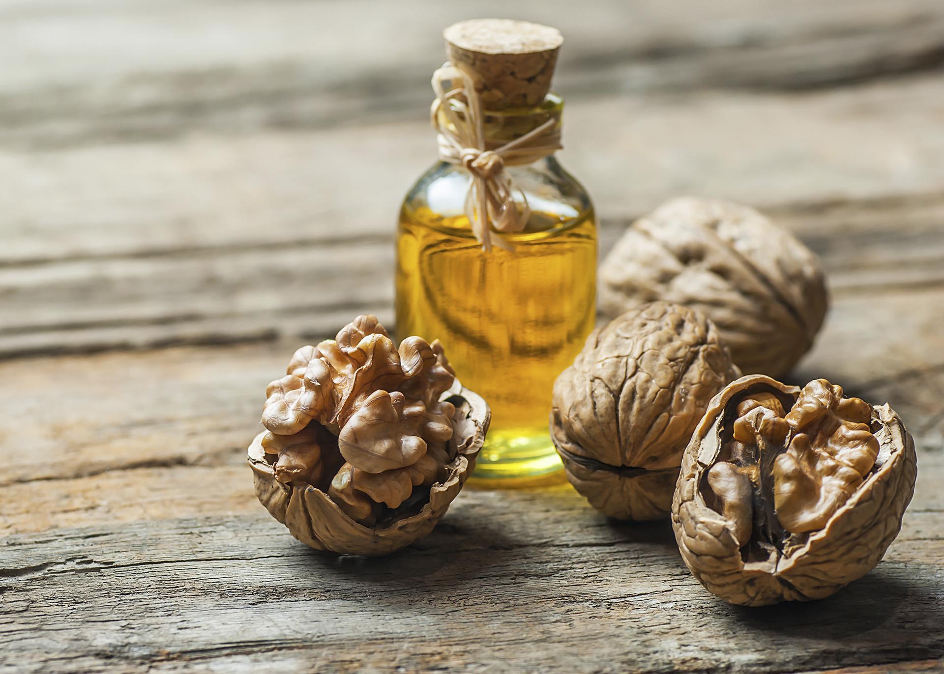 Walnut-Oil_Henry-Lamotte-Oils