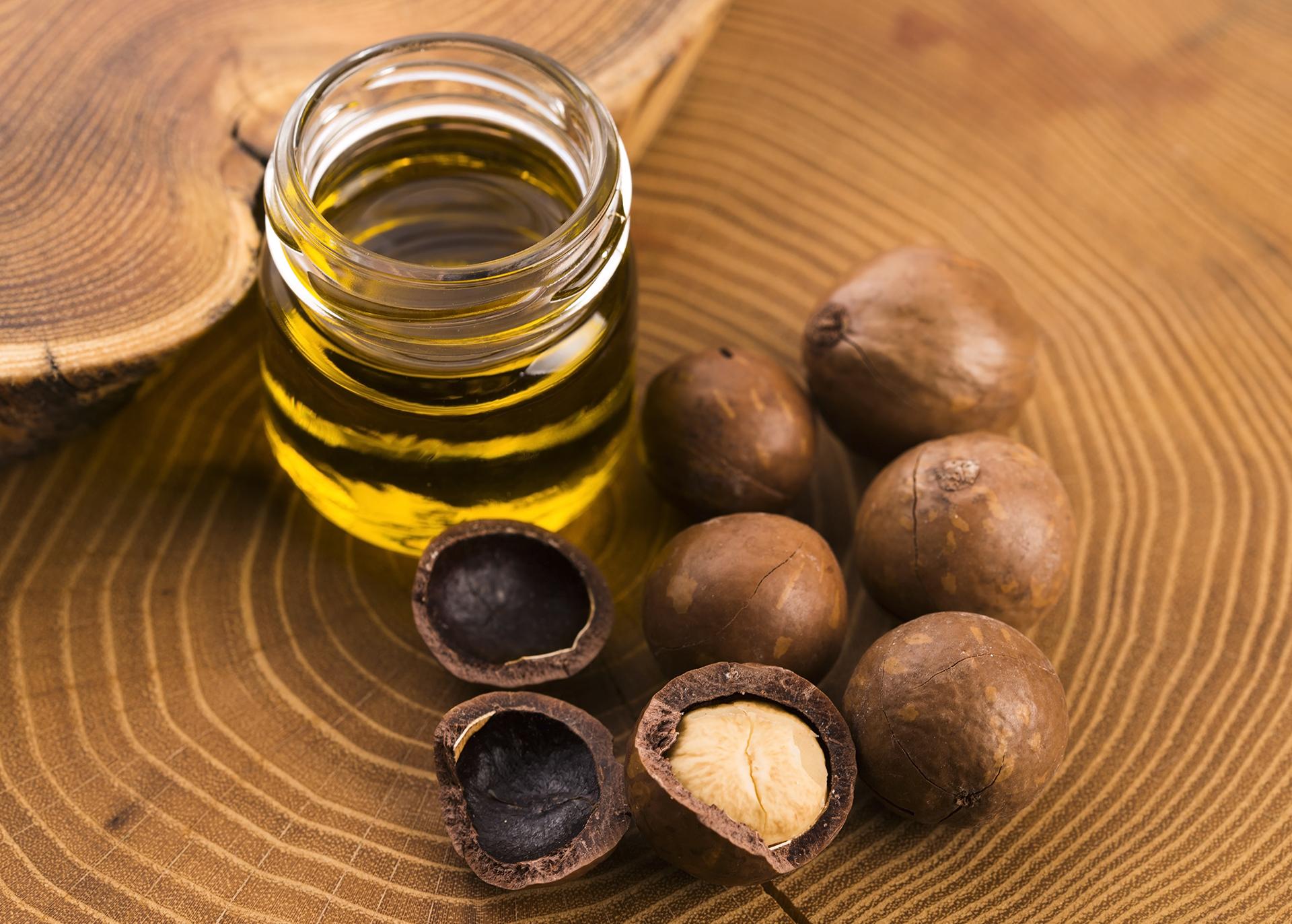 Macadamianut-Oil_Henry-Lamotte-Oils