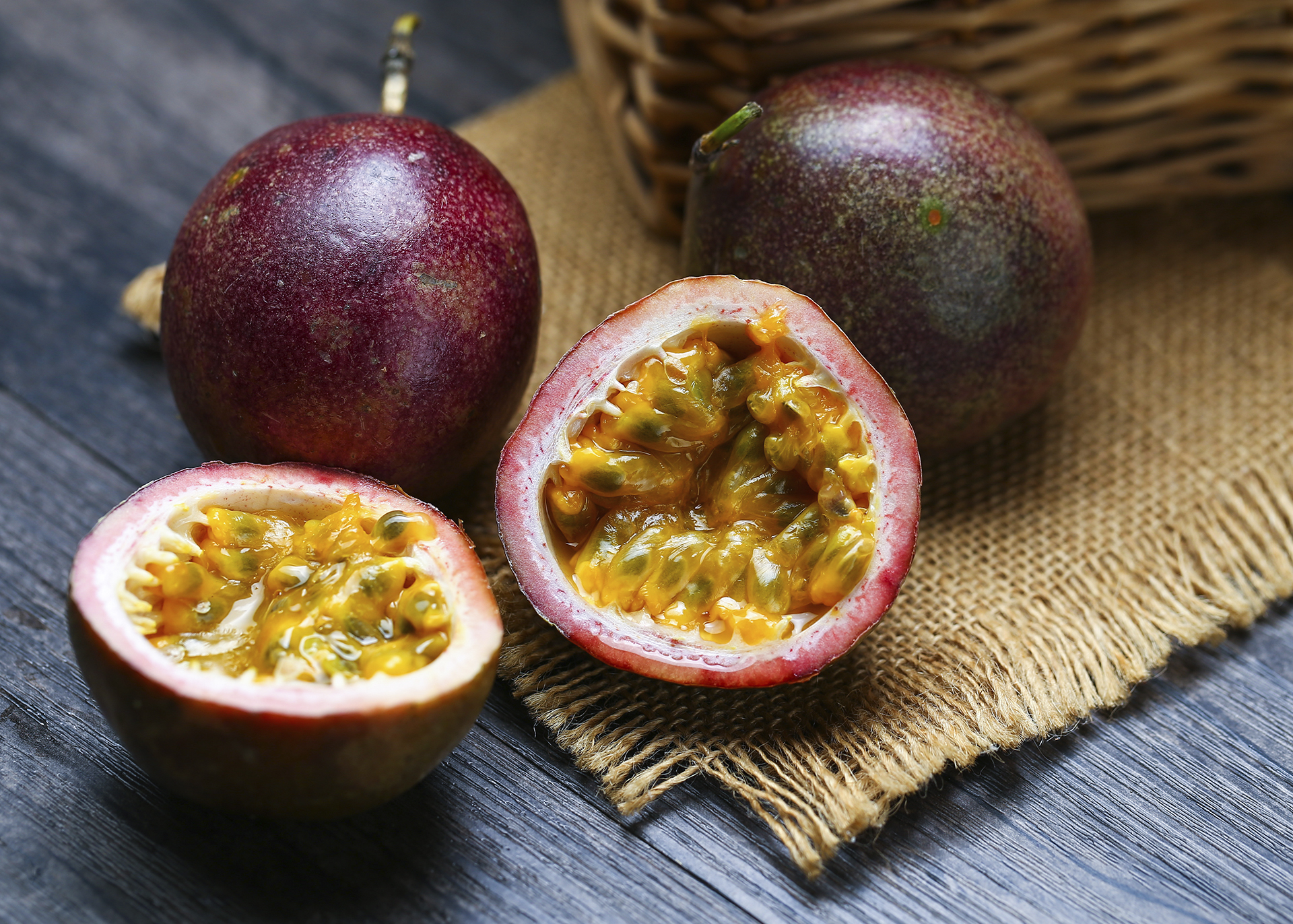 Passionfruit-Seed-Oil_Henry-Lamotte-Oils