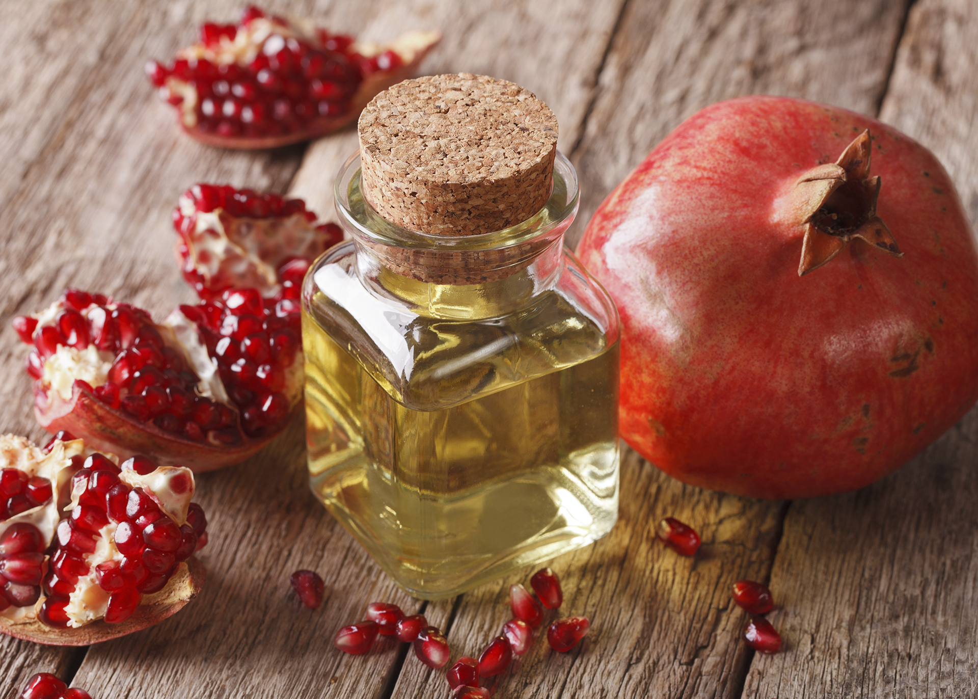 Pomegranate-Oil_Henry-Lamotte-Oils