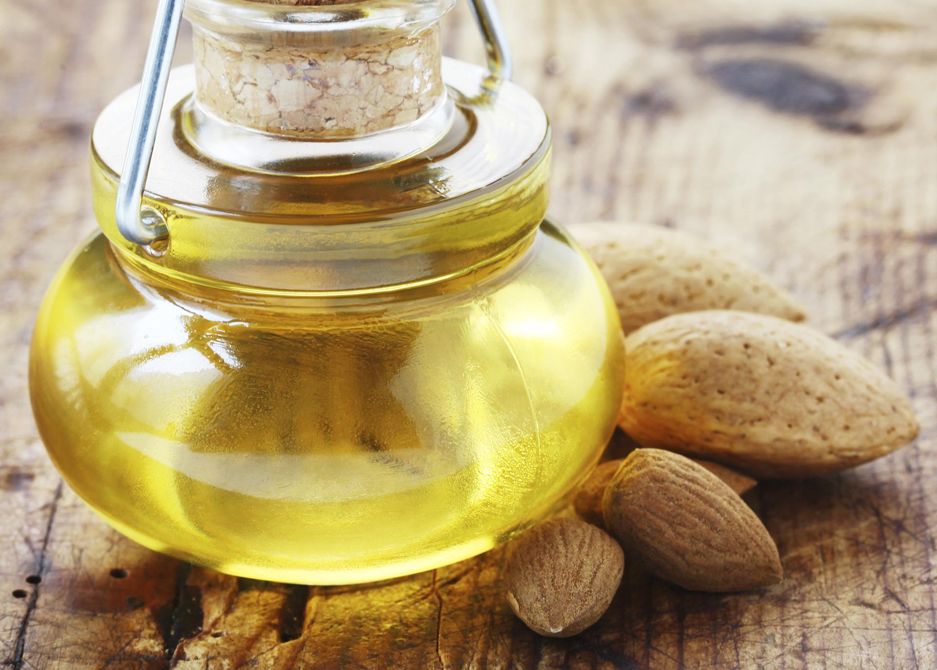 Almond-Oil_Henry-Lamotte-Oils